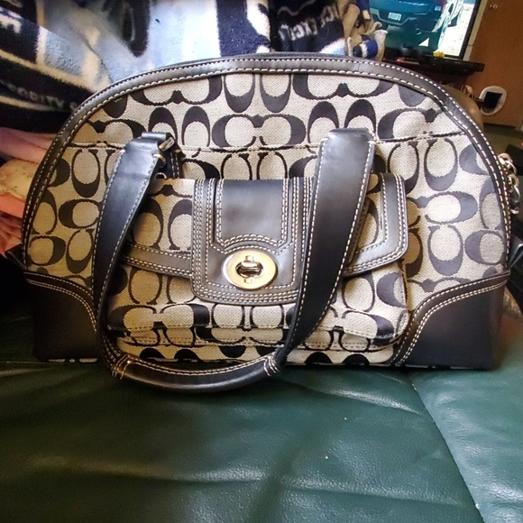 Coach Handbags - Gorgeous Coach bag